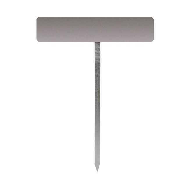 Stup s klinom za natpisne ploče na parkiralištu